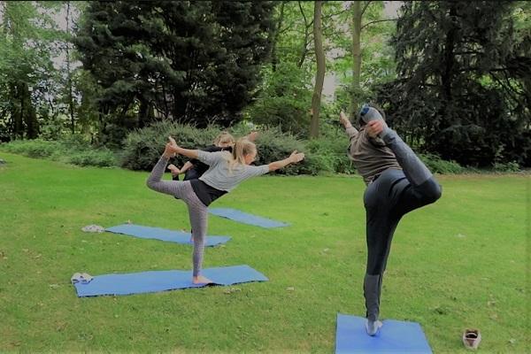 2 yoga-nataraj-pose-in-tuin