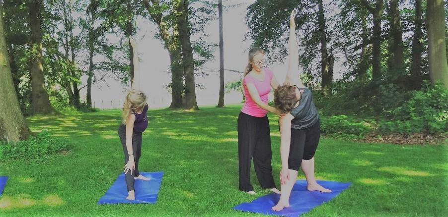 yoga docenten opleiding trikonasana