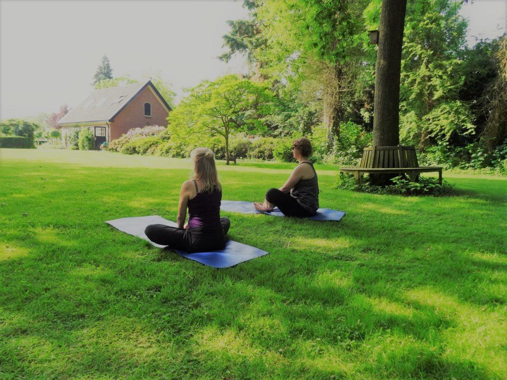 yoga docent opleiding Twello locatie buiten yoga