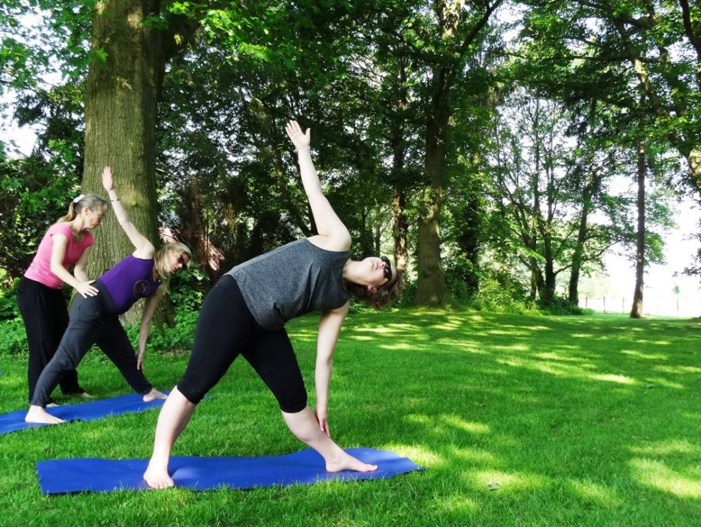 yoga docent opleiding trikon buiten yoga
