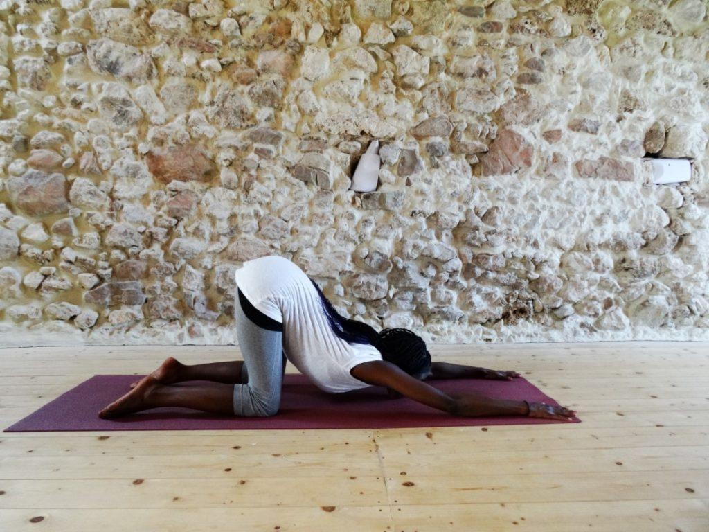 anahatasana - puppy pose - relaxing yoga pose - ontspannende yogahouding