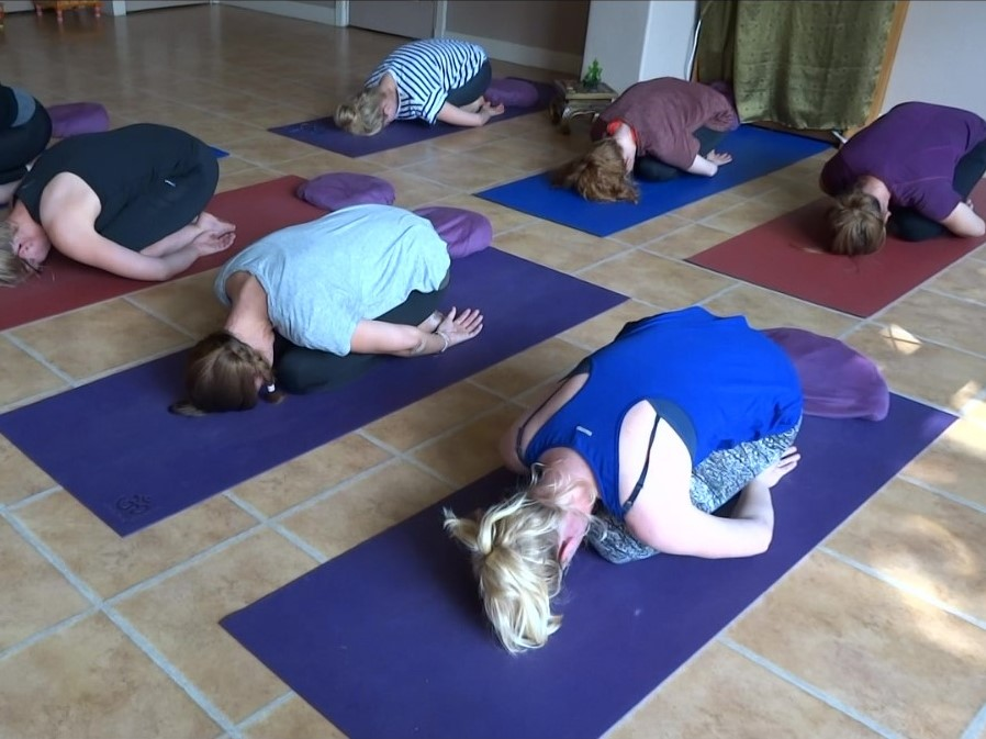 child pose - balasana - ontspannende yogahouding - relaxing yoga pose